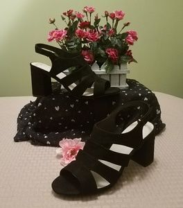 Shoes - ⚘NEW LISTING⚘BLACK FAUX SUEDE SHOES